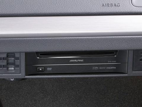 DVD-Player-DVE-5300G-for-Volkswagen-Golf7-installed-original-CD-1200x900