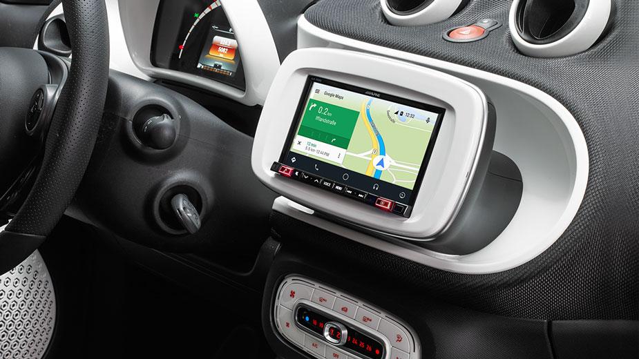 Smart Online Navigation with Google Maps iLX-702D